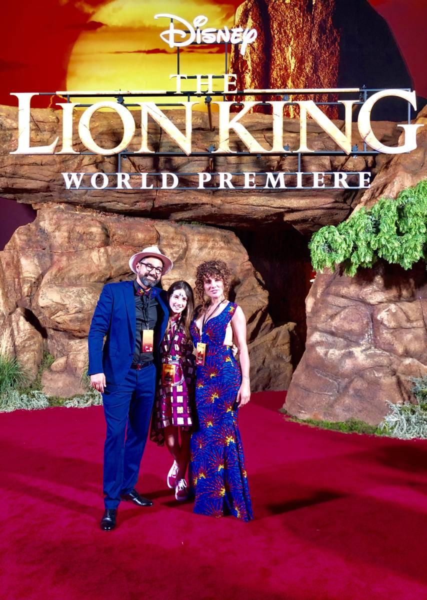 Barry St John sul red carpet de Il Re Leone con la moglie Silvia e la figlia Sophia