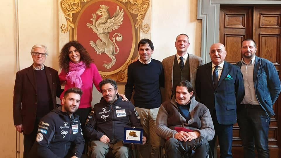 Il pilota disabile Gianluca Tassi premiato dal Comune di Perugia