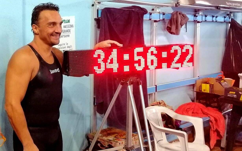 """Record mondiale per Marco Fratini: percorsi 100 km in 34h 56'22"""""""